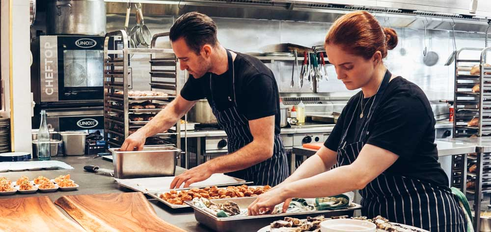 Personal in der Gastronomie: Gute Mitarbeiter im Restaurant halten -so kappts.